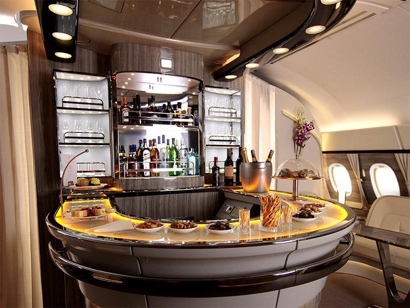 Business Class-Kabinenausstattung   Fliegen mit Emirates   Emirates ...